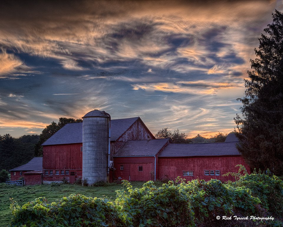 2013-09_PRINT_Info-_TITLE_Rick-Tyrseck-Sunset-on-the-Farm_END_-960x768