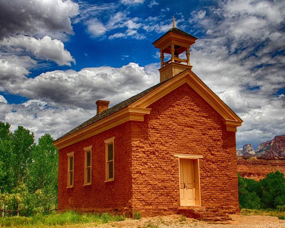 2015-10_PRINT_Chane-Cullens_Wild-west-church-960x768