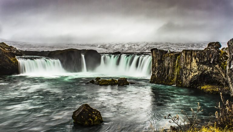 2016-06_DIGITAL_Luise-Gleason_Waterfall-in-Iceland-768x438