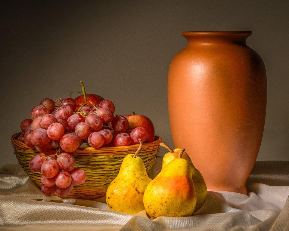 2016-11_DigitalA5_Charlie-Batchelder_Fruit-Basket-and-Urn-960x768
