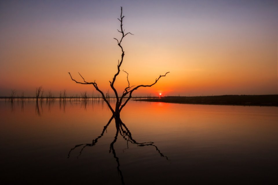 2017-03_DigitalA6_David-McCraigh_Sunset-on-Lake-Kariba-1620x1080