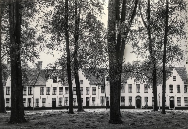 2017-04_Print_Micheline-Williams_The-Beguinage-in-Bruges-Belgium-768x528