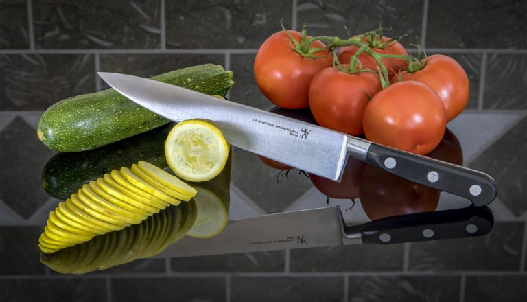 2017-06_Print_Chane-Cullens_Slicing-Vegetables-768x440