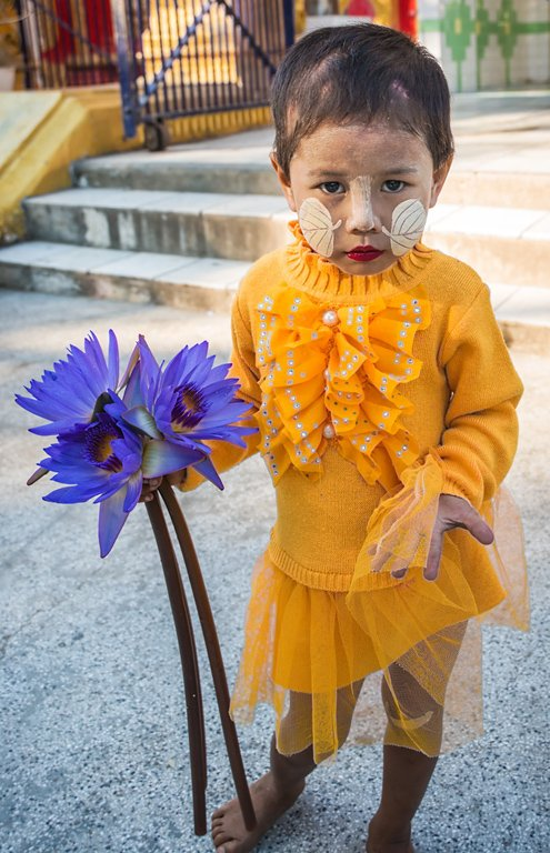 Category Photojournalism by Jonathan Gordon Mandalay Begging Child